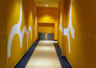 pomalowany korytarz