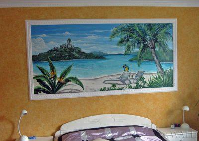 namalowany obraz na ścianie sypialni