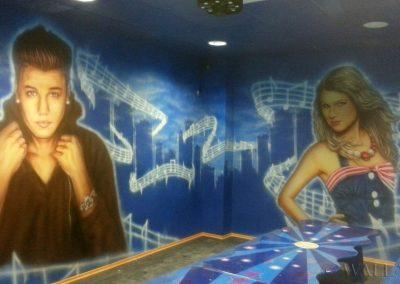 pomalowane ściany - pokój urodzinowy disco