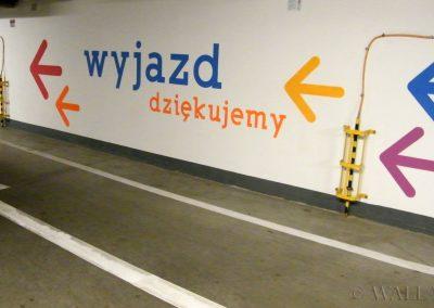 pomalowane ściany - parking