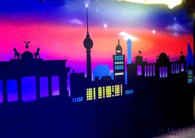 wykonane malowidło - budynki - farby fluorescencyjne UV