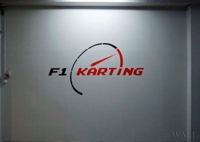 wykonane malowidło F1 karting logo