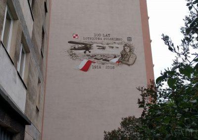 namalowany mural - samoloty i lotnicy