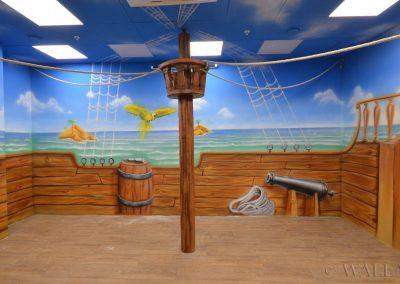 pomalowane ściany - statek i morze