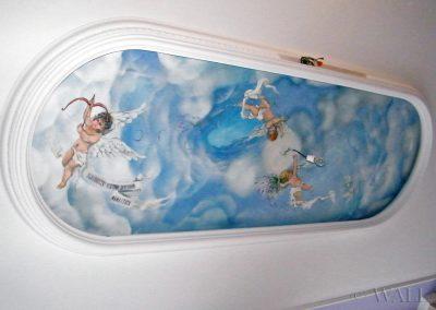 wykonane malowidło - aniołki na suficie