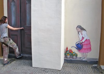 fragment - namalowane drzwi