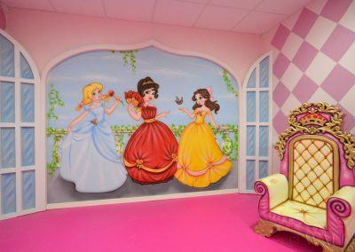 pomalowana ściana - pokój księżniczek