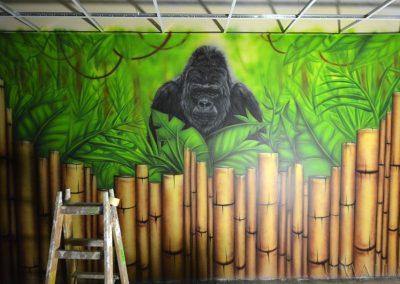 pomalowana ściana - goryl