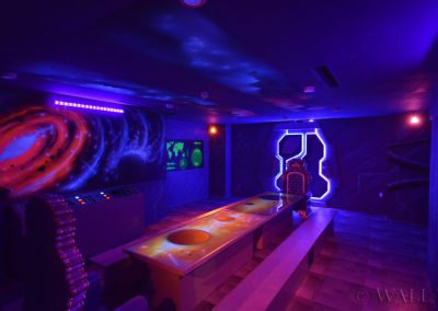 kosmiczny pokój urodzinowy - malowanie farbami UV