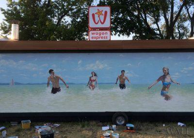 wykonane malowidło - ludzie na plaży