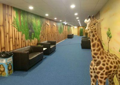 pomalowana ściana - korytarz bambusowy