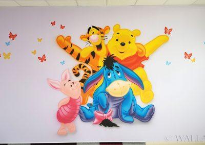 wykonane malowidło - Puchatek i przyjaciele