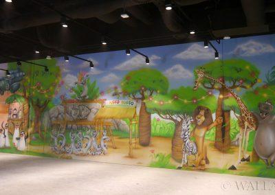 pintando en la sala de juegos