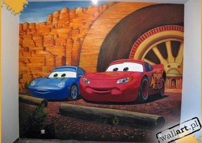 namalowane auta na ścianie